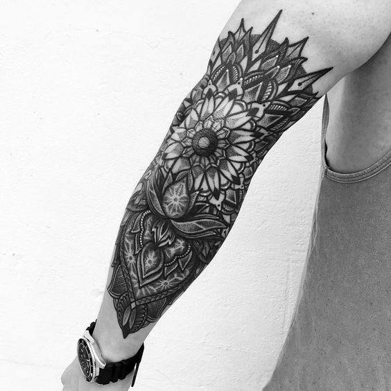 Tatouage Mandala homme avant-bras