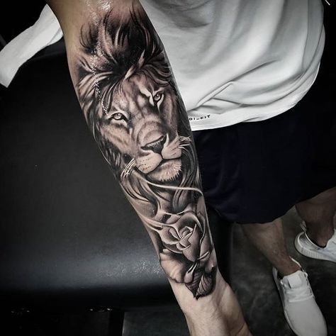 Tatouage de lion avant bras homme