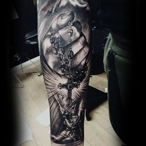 Tatouage religieux homme avant bras