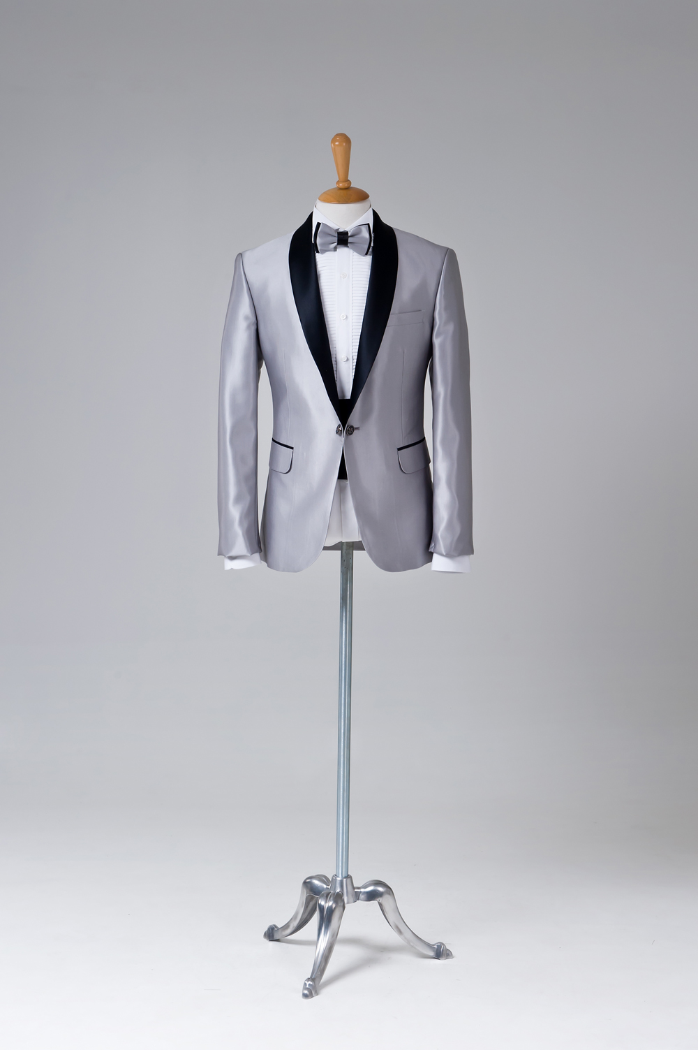 Comment porter le costume de mariage homme gris clair ?