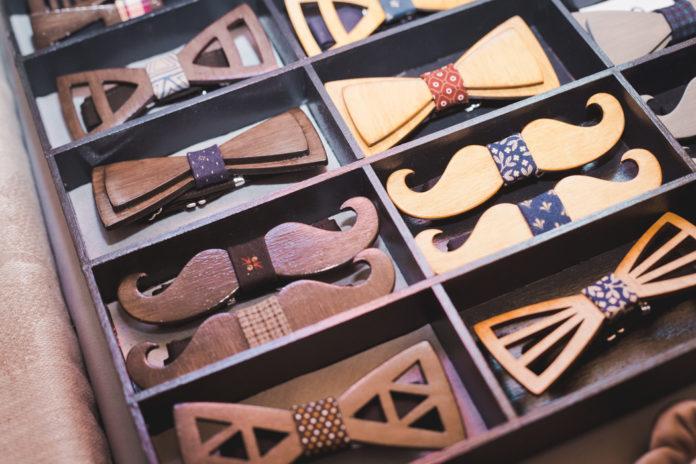 La tendance des accessoires pour homme en bois