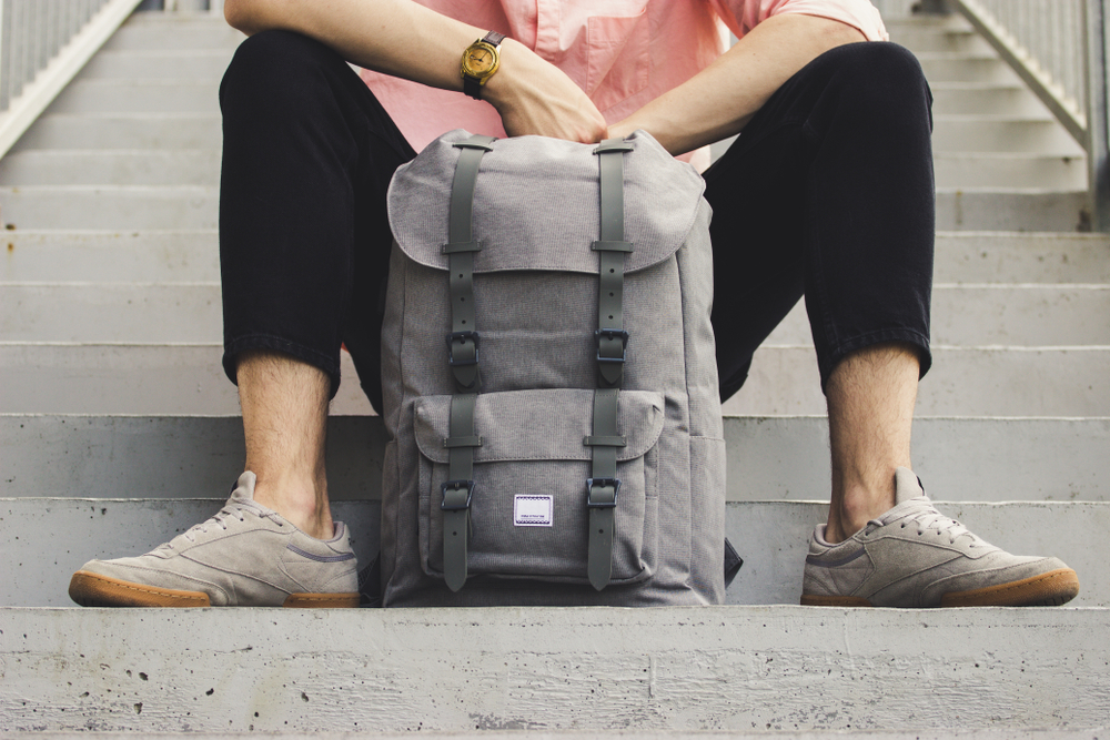 sac-dos-gris-homme