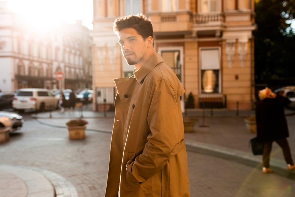5 idées de look pour porter un trench homme