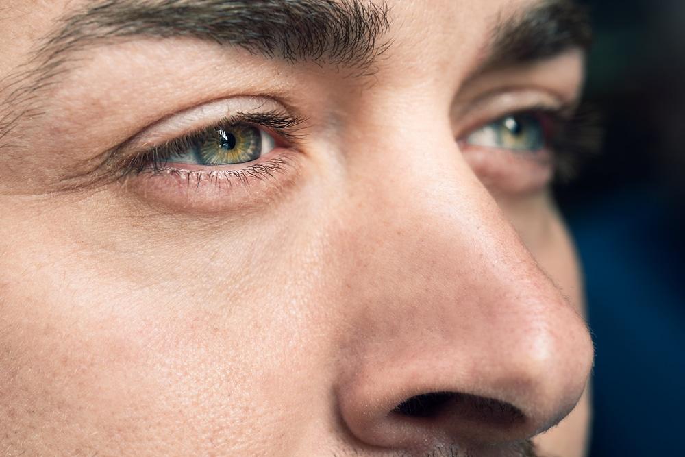 Epilation des sourcils pour homme