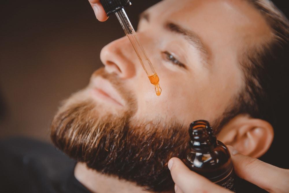 L'huile de ricin pour la barbe