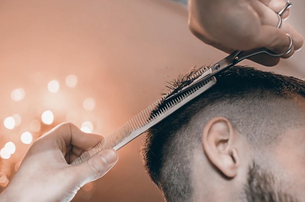 7 idées de coiffure homme pour cheveux fins