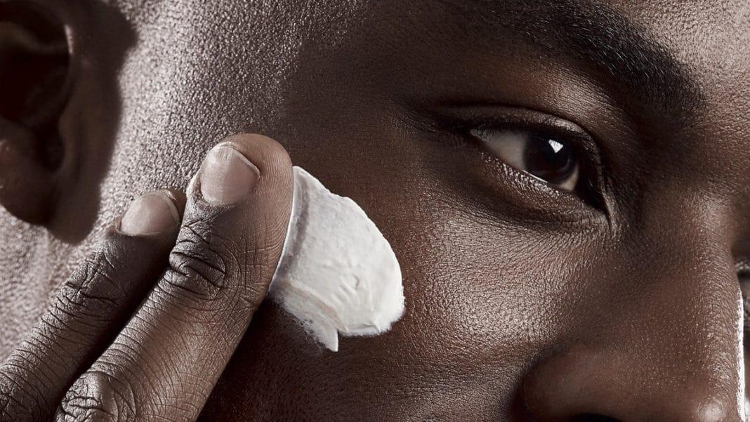 Quelle routine beauté pour les hommes aux peaux de couleur