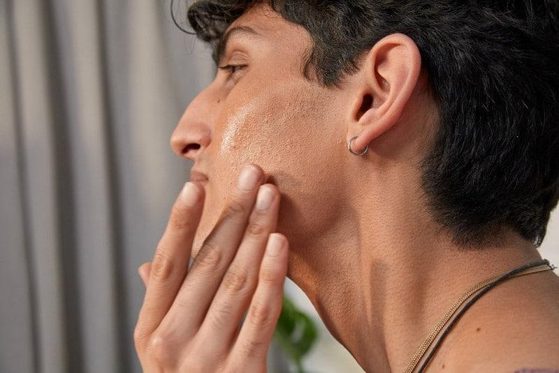 routine beauté homme peau hispanique