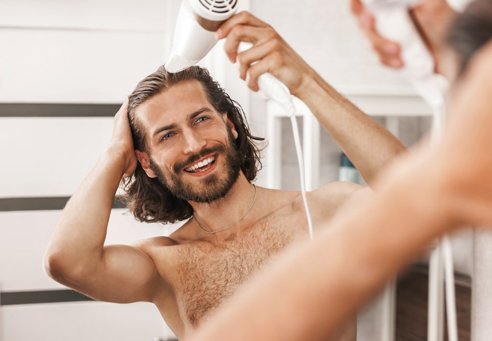 entretenir une coupe de cheveux longs homme