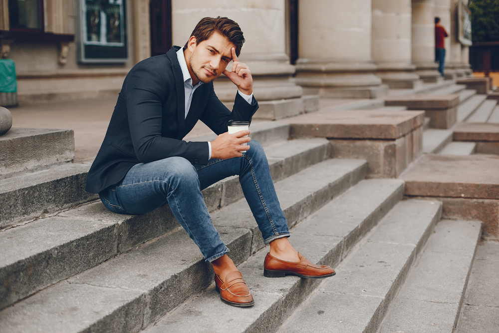 Comment porter le jean brut homme au bureau